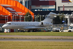 PR-VDR - 9018 - Private - Bombardier BD-700-1A10 Global Express - Luton - 091104 - Steven Gray - IMG_3421