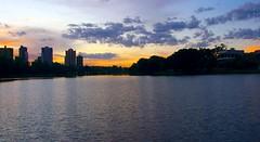 Quarta-sunset (Ricardo Cosmo) Tags: city sunset cidade lake gua buildings lac prdosol prdios londrina lagoigap wateracqua quartasunset