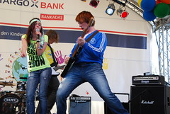 Ronya and Band am Brandenburger Tor (vasileva) Tags: nissan band brandenburgertor kinderfest ronya