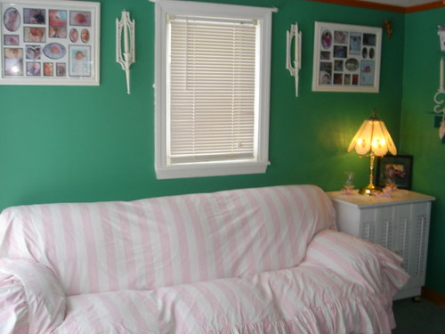 How To Use A Four Poster Bed Canopy To Good Effect: WOOD CANOPY BED FRAME