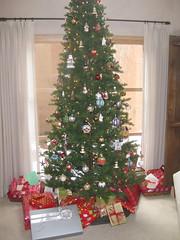 tree (kittiegeiss) Tags: christmastree gigimadeornaments icantimagineit whatonearthmakesyouthink todayiamgoingtomakedozensofvelvetandlaceandpearlandsequincoveredchristmastreeornaments iamsocuriousaboutmyfamily thewackythingstheydid