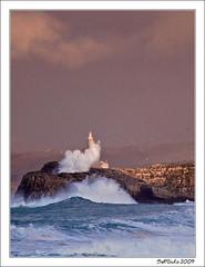 Por encima (www.sergiuko.com) Tags: faro olas isla santander temporal cantabria mouro