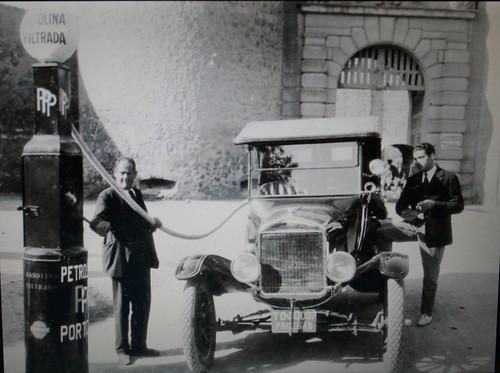 Surtidor de gasolina en la Puerta de Bisagra de Toledo