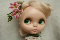 eye candy (Tiny Haus) Tags: flower doll lily redhead blonde kenner blythe tigerlily sophia ai miniatureflower clayflower