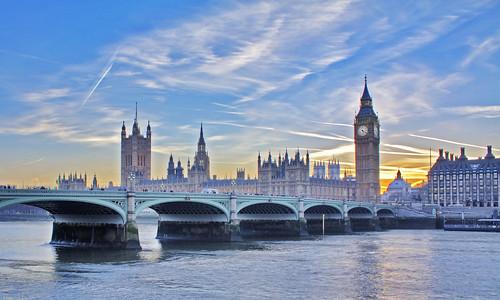 フリー画像| 人工風景| 建造物/建築物| 橋の風景| ビッグ・ベン| ウェストミンスター宮殿| 世界遺産| 城/宮殿| イギリス風景| ロンドン|  フリー素材|