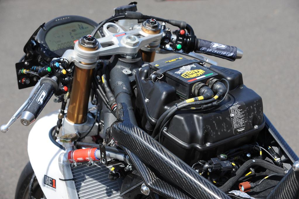 Machines de courses ( Race bikes ) - Page 2 3314447131_90f75ce824_b