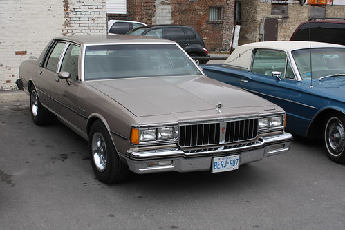 File:'84-'86 Pontiac Parisienne Sedan (Orange Julep).jpg ...