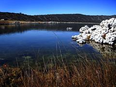 Laguna de Alchichica (Nimmue Monterd) Tags: blue sky lake azul rocks maggie cielo laguna rocas alchichica nimmue