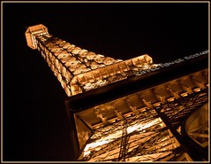 eiffel @ night (tiffa130) Tags: las vegas usa black paris tower french lights hotel nikon lasvegas nevada stock eiffeltower creative landmarks free commons eiffel casino cc strip creativecommons stockphotos thestrip dslr sincity nikoncamera freepics flickrstock tiffa nikondslr colorblack nikond40x d40x freestockphotos freestockphotography photosbytiffa photobytiffa