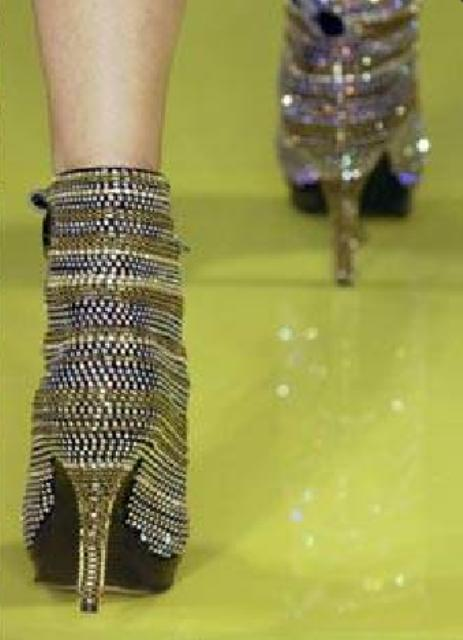 Zipper heels at Fashion Snoops