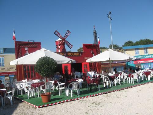 Moulin Rouge im französischen Dorf in Ulm 2009