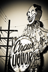 Circus Liquor (TooMuchFire) Tags: signs losangeles neon circus clown clowns neonsigns northhollywood oldsigns circusliquor vintageneonsigns liquorstores canon30d oldneonsigns