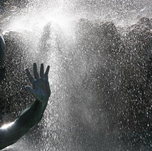 Bordeaux Fountain Hand