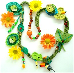 Tucaninho (Lidia Luz) Tags: necklace beads leaf handmade crochet jewelry felt bijoux bijuteria feltro folha colar tucano bijouteria croch lidialuz