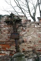 IMG_2281 (Trakylos) Tags: friedhof cemetary bones knochen garveyard gruft