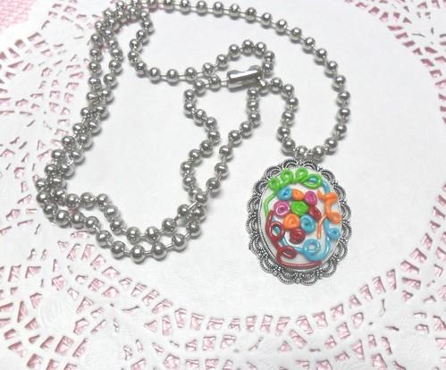 colar Prata com medalhao em fimo by Fuxiquices-da-isa