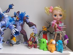 Lilica e sua boneca na terra dos monstros...