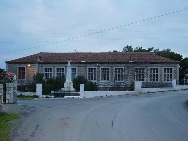 Πελοπόννησος - Λακωνία - Δήμος Γερoνθρών Δημοτικό Σχολείο και Ηρώο Γερακίου