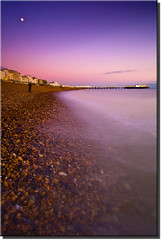 Brighton Beach @ Sunset (Pepeketua) Tags: uk pink sea england mer moon beach stone lune canon sussex pier brighton long exposure purple east filter plage 1022mm galet 25seconds gnd supershot 13mm nd8 400d