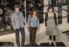 yay, alice! (cybermelli) Tags: new moon haircut robert movie toy dawn book eclipse twilight doll action cut alice ashley rob plastic edward figure bella isabella greene 2009 meyer breaking cullen stephenie sawn pattinson