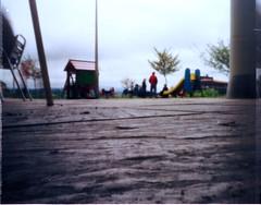 (jong.) Tags: camera parque color film pinhole infantil plus 100 expired estenopeica expiredfilm 7300 plustek kodal opticfilm estenopo estenope