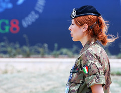 Italy, Female Soldier (Pulicciano) Tags: italy food green female soldier star tv italian summit bkue activist waiters g8 laquila copenaghen 2050 reastaurant pulicciano