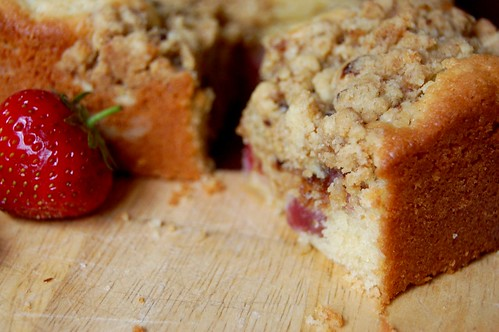 strawberry streusel cake, square