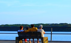 Aspettando il tramonto (Khoretta) Tags: lago donna il persone uomo cielo di donne latina acqua azzurro paola bello panchina sabaudia circeo