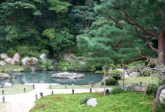 The beautiful gardens at Shoren-In