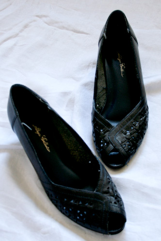 Vintage black lattice peeptoe size 7