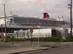 Queen Mary 2 docked in Red Hook, Brooklyn, NY (shoshndavid) Tags: brooklyn redhook queenmary2 oceanliner