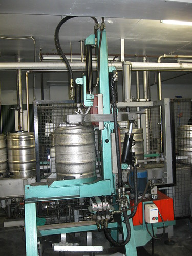 The custom keg fixing machine