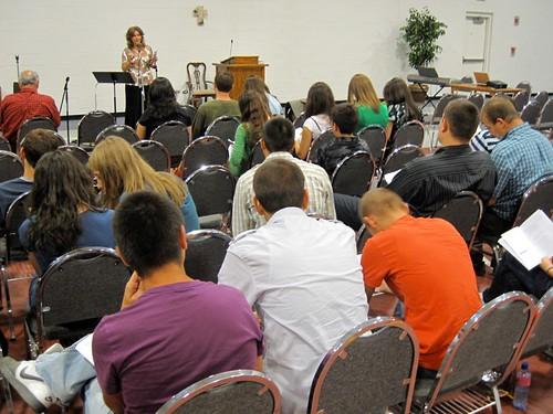 Anastasia Filat preda la seminarul tinerilor din Charlotte, NC