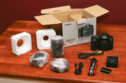 Canon 5D Mark II Unboxing 11