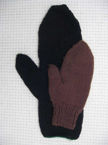 Door mitten before felting