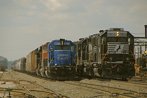 LOCOMOTIVES STILL IN CONRAIL PAINT