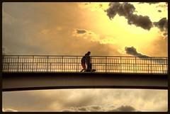 UN PASEO ENTRE NUBES (ABUELA PINOCHO ) Tags: contraluz puente atardecer personas perro paseo nubes ocaso siluetas barandilla passionphotography abigfave platinumphoto aplusphoto skytheme flickrdiamond perfectsunsetssunrisesandskys betterthangood absolutelystunningscapes travelsofhomerodyssey