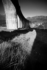 Scotland - Glenfinnan (Mathieu Noel) Tags: uk bridge bw train landscape scotland unitedkingdom harrypotter nb highland pont canoneos350d glenfinnan viaduc ecosse jacobite sigma1020 westhighlandrailway