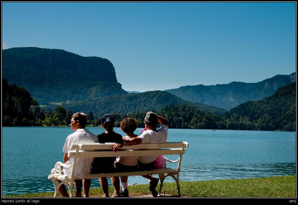 reposo junto al lago