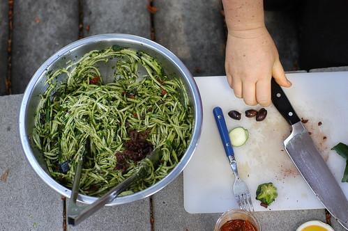 tea making zucchini noodles
