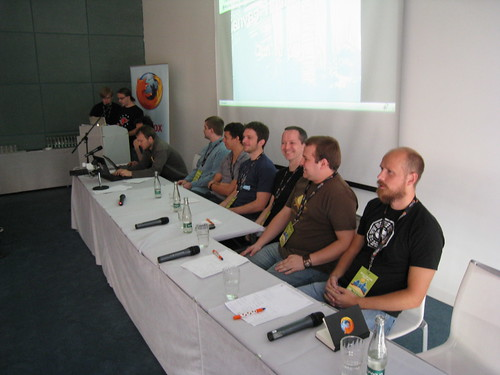 HTML 5 round table