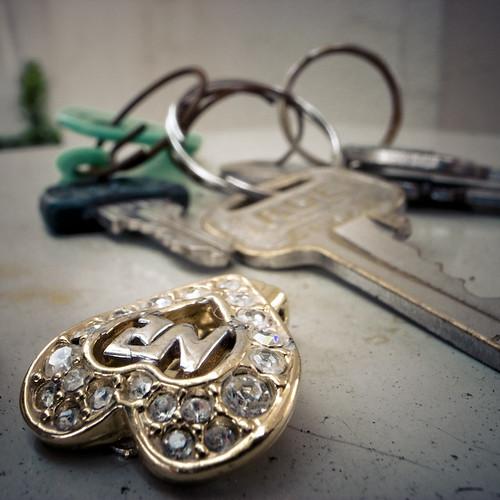 Lost Pendant and Keys on Ticket Machine