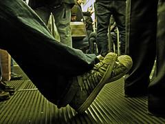 Underground's way (2/4) (Laureano Moreno) Tags: life viaje milan verde luz way underground amigo gente metro milano highlights h suelo piernas horacio descansando robado cruzadas ltytr1