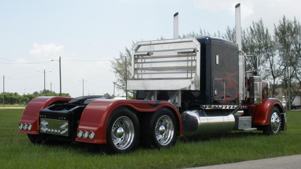 Peterbilt Optimus Prime posterior