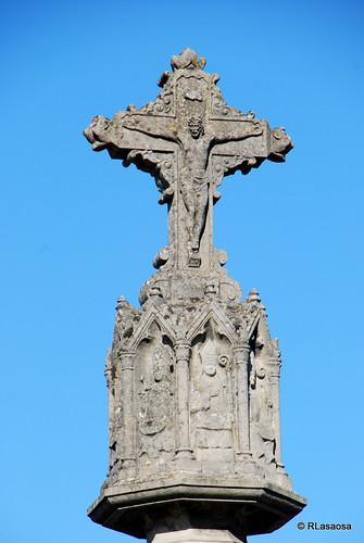 Crucero gótico en la Avenida de la Baja Navarra, al comienzo del Parque de la Media Luna, en la entrada a Pamplona por la Cuesta de Beloso.