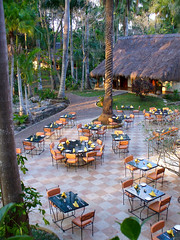Morning in Mayaland (nosha) Tags: vacation holiday beauty mexico nikon pattern maya yucatan april jpg 2009 f28 itza lightroom blackmagic d40 61mm nosha mayaland 150sec yuccatan april2009 dmclz1 33100ev 150secatf28 resortchichen