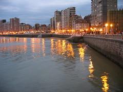 Playa de San Lorenzo de noche (SlimFicky) Tags: espaa spain gijn asturias xixon