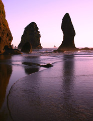 Sea stack sunset, Olympic National Park, Washington State (i8seattle) Tags: park boy sea seagulls beach water point coast arch pacific arches pacificocean pacificnorthwest olympic olympics washingtonstate olympicnationalpark shi pacificcoast washingtoncoast thirdbeach secondbeach seastack seastacks panorma olympicmountains olympiccoast shishibeach pointofarches pointofthearches coastpacific beacholympic washingtonmountains coastolympic andyporterphotography washingtonphotography imagesofwashingtonstate picturesofwashingtonstate picturesofthepacificnorthwest olympicnationalparkwashingtoncoastsunset seastacksunset imagesofwashington photosbyandyporter archesshi