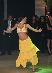 Belly Dancer in yellow dress at a party (Ricardo Carreon) Tags: brazil people woman color verde green colors girl smile yellow brasil cores dance movement mujer pessoas colorful chica saopaulo dancing gente top femme mulher dancer colores movimiento amarillo amarelo bellydance movimento dana bailarina bailar colorido yellowskirt danarina danzadelvientre danar danadoventre yellowclothes