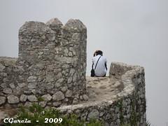Castelo dos Mouros-Sintra-Portugal (Cida Garcia) Tags: portugal fortes ruins sintra towers medieval militar castelo neblina fortifications cultura fortresses nvoa nevoeiro patrimonio murallas castelodosmouros romantismo serradesintra monumentonacional conquistas islo reuinas arquiteturamilitar baluartes ilustrarportugal srieouro